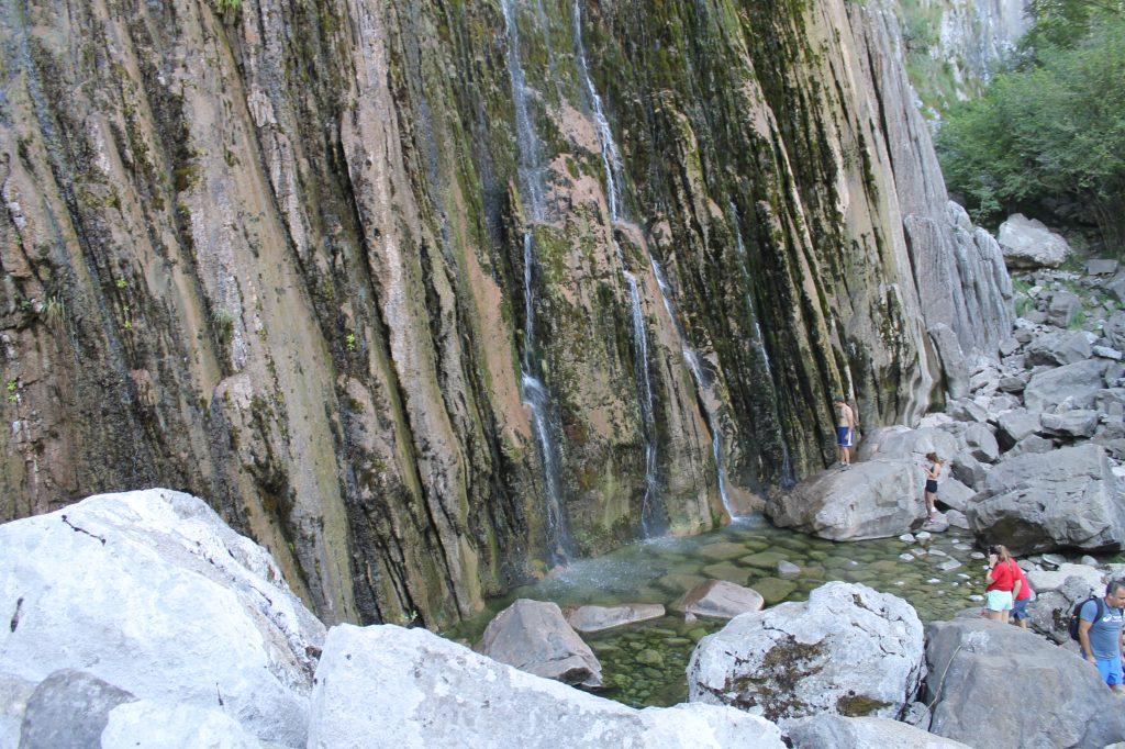 La cascada desde abajo