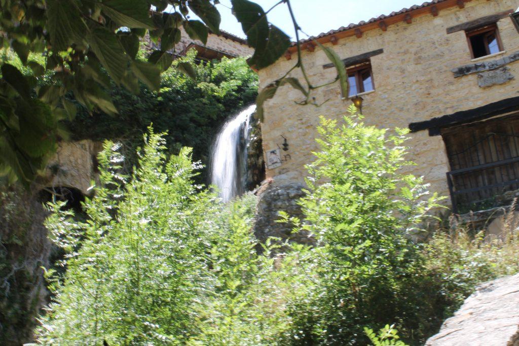 las cascadas salen de la casa